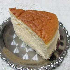 「昨日期間限定スタート、りくろーおじさんの店の焼きたてチーズケーキ~阪急 本館地階~あっさり」