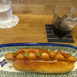 「先々週オープン、山手幹線・日尾町交差点北西のカフェ~ホットドッグセット~カレーソース香り高し」