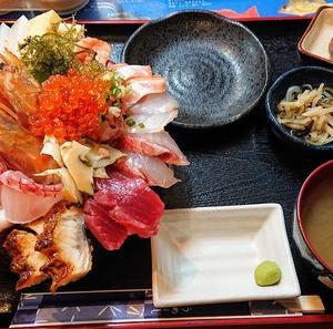 魚屋直営食堂 魚まる〈那覇市高良〉