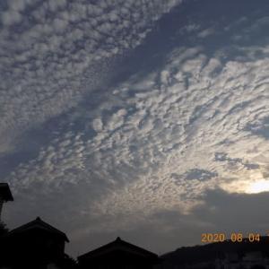 空と雲と月と