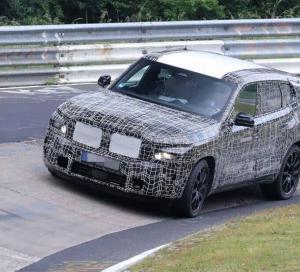 BMW X8M 開発中