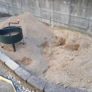 花壇の再生と、砂場の畑化計画 3