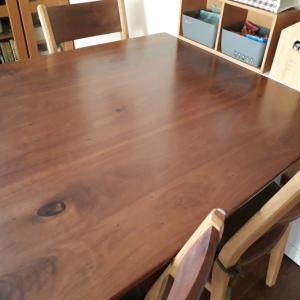ダイニングテーブル、動線を優先するか広さを優先するか考えた結果