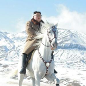 北朝鮮「白馬に乗った金正恩」写真公開