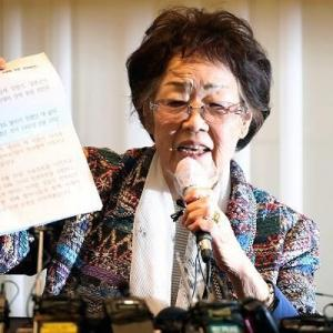 """【ミンスサポの同胞】元慰安婦の李容洙「日本の学生に""""謝罪・補償""""の理由をわからせねば」 ネット「捏造と判明してるのに"""