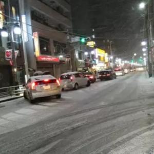 「首都圏」名物じゃない! 「初雪」での交通パニックは「雪国」でも同じだった