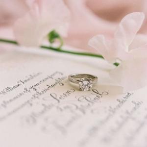 婚約指輪はいつつける?