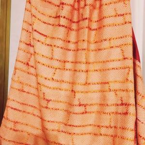 オレンジの絞り染めスカート