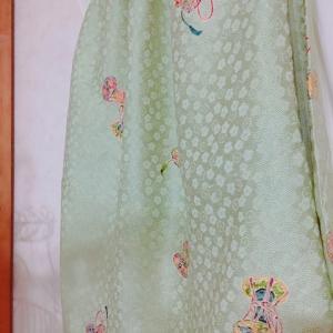 2枚目淡いグリーンスカート&ゲッターズ飯田