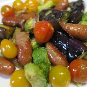 ビーフシチューと夏野菜とアボカドの炒め物で晩ごはん