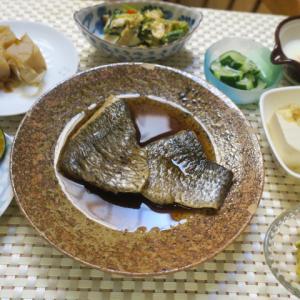 おうちごはんは煮魚で<゜)))彡