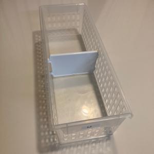 冷蔵庫100円ショップのロングかごで奥まで活用できてます♪