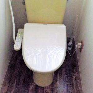 トイレに100均のリメイクシートを貼りました。。。その後修正しましたよ♪