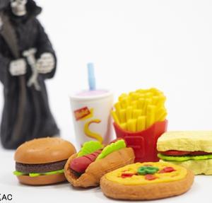 スイーツ・ジャンクフードなど超加工食品が好きな子供の将来は?英・研究