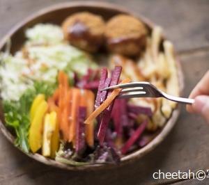 夕食だけ植物ベースの食事に替えると心臓病リスクが10%減?中国・研究