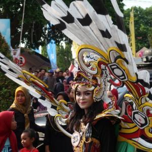Jepara Festival (5) プログラム最後はメインイベント。ファッションカーニバル!というか、コスプレショー、、ともいえる。