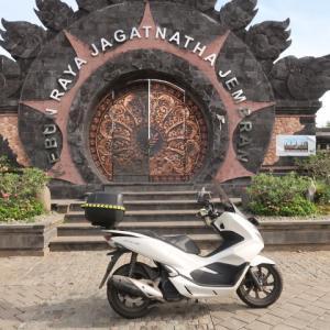Going to Bali (3) バリの壮麗で清潔なジャガトナサ植物園&ヒンズー寺院、、だが、日本語はおろか英語のインプレッションもない。超レアな極楽な地