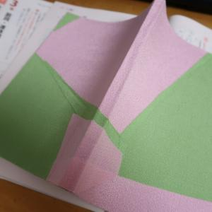 Making a book (5) 表紙に「チヂミ?風の布」を張って強化