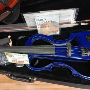 Electric Violin エレキ・バイオリン。もう何か月もバイオリンを触ってないので、ほぼ初心者に転落。