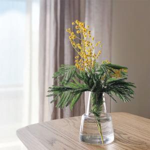 ミモザを飾って、春を感じて…