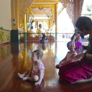 仏の心を布教する娘