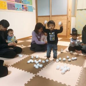 鳥取県米子市のベビーリトミック!ひろってポンッ!雪遊び♪