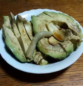 【美味】熟したアボカドが大トロという高級食材に化ける件