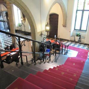 ベルギー旅7日目(12) ゴージャスな市庁舎を出てこれまた贅を尽くした公文書館へ
