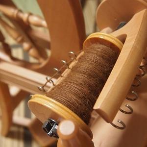 バレーを見ながら糸紡ぎ再開