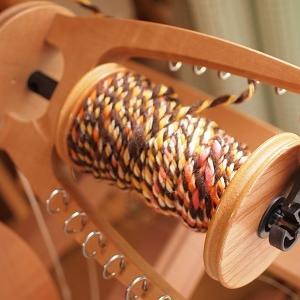再び手紡ぎ手編みのコースター