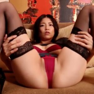 【F-cup】佐野マリア(B93)M字で股間を見せつけてからのセルフパイ揉み擬似セックス動画wwww