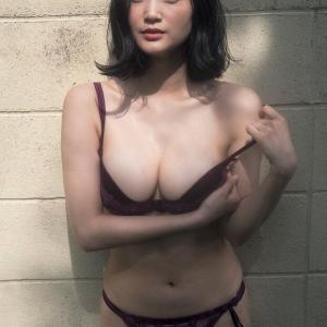 【G-cup】出口亜梨沙(B88)下着を脱いで美巨乳を見せつけ誘惑するwwww