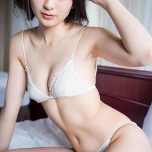 【C-cup】山田南実 人気急上昇!美少女の大胆セクシー系水着グラビアがエロすぎる!