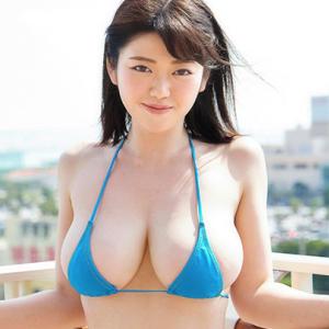 【I-cup】山岸楓(B98)天然爆乳をブルブル揺らされ揉まれてしまう動画