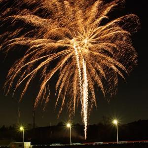 【君津市】11月21日(土)に亀山湖・亀山ダム付近にて「悪疫退散祈願花火」が打ち上げられました。
