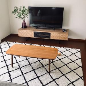 新しいテレビボードの設置。