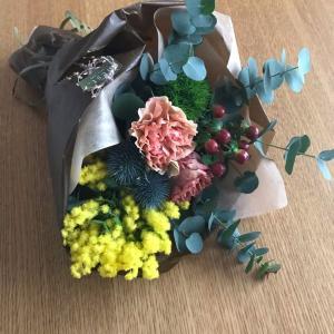 誕生日にお花を🌸限定ファンデを購入しました。