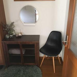 玄関のその後と寝室に棚を置く。