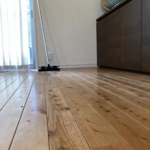 アウロワックスで床拭き