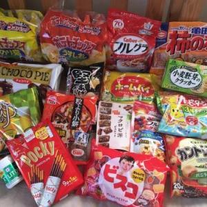 ネットで福袋を買っちゃいました。全部食べ物です。すごい量のお菓子です(*^^*)