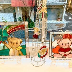ステンドグラス工房(鳩ノ巣)日記その24・・・昨年12月の「裕実展」でステンドグラス窓は立派な作品となり、オーナメントは完売しました。