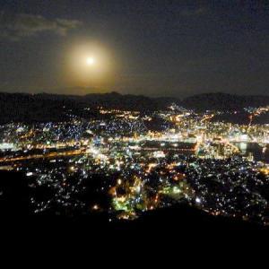 夢の長崎三人旅の日記その6・・・2019年1月の長崎旅です。稲佐山の山頂展望台目指してロープウェイ。日本新三大夜景&世界新三大夜景の長崎の夜です。