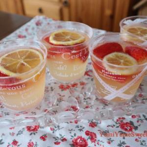 夏の冷たいお菓子。イチゴとレモンのシュワシュワゼリー、いろんなトライフル、見た目も楽しいお菓子たち。