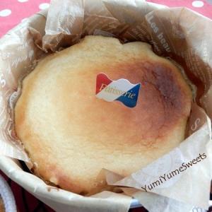 夏にもおいしい!冷やして濃厚、バスク風チーズケーキ。焦がさないでじっくり焼くとまた違った味わいです。