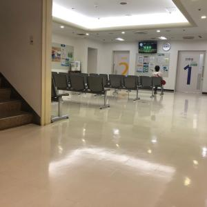 病院も  コロナで大変だ  患者がいない
