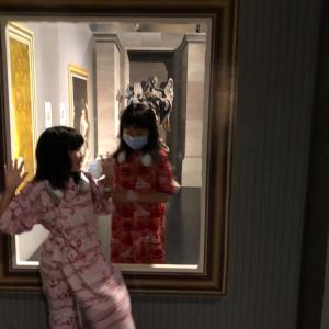 ホテル三日月富士見亭  その6  ゲームの前にトリックアート間に入る