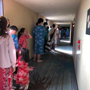 ホテル三日月富士見亭体験記 その10  優先で入れるスパ ゆなの長い風呂で 行列。大好きなゲーム