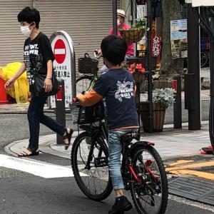 小学生になると保育園と違いすごい成長である。自転車でやってきた。