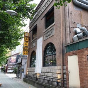 このお店 僕 かなりお勧めです。 ソウル駅近くの三角地にある、藁焼きの焼肉屋さん モンタン「몽탄」