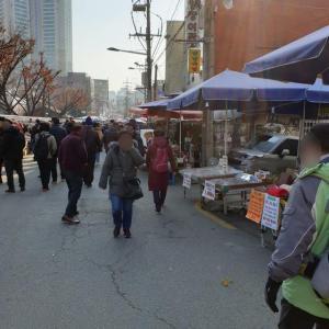 【東廟前】 ソウル会館「서울회관」 古着、骨董品があふれる超ディープな街で、 タコまで入った美味しいキノコ鍋食べてきました